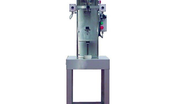 Poluautomatska mašina za zatvaranje flaša za vreteno